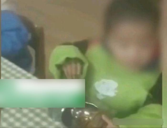 Phụ huynh quên đóng tiền ăn, cô giáo mầm non bắt trẻ cầm bát trống không quay clip Ảnh 1