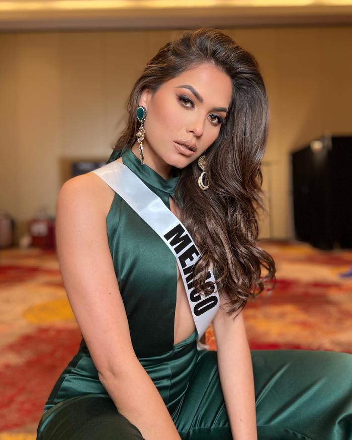Nhan sắc và body cực phẩm của tân Hoa hậu Hoàn vũ 2020: Từng nổi danh với á hậu 1 Miss World 2017 Ảnh 11