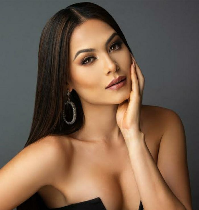 Nhan sắc và body cực phẩm của tân Hoa hậu Hoàn vũ 2020: Từng nổi danh với á hậu 1 Miss World 2017 Ảnh 7