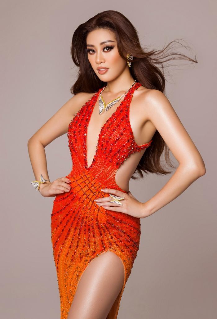 Váy dạ hội mang cảm hứng Tái Sinh của Khánh vân tại chung kết Miss Universe 2020: Toả sáng rực rỡ Ảnh 1