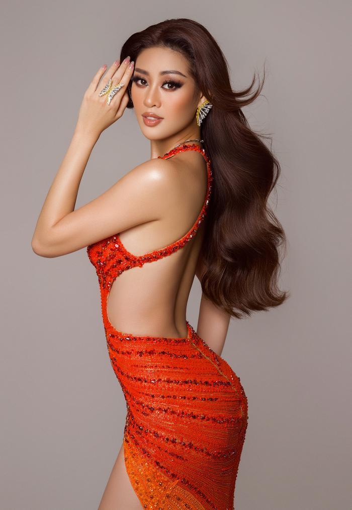 Váy dạ hội mang cảm hứng Tái Sinh của Khánh vân tại chung kết Miss Universe 2020: Toả sáng rực rỡ Ảnh 4