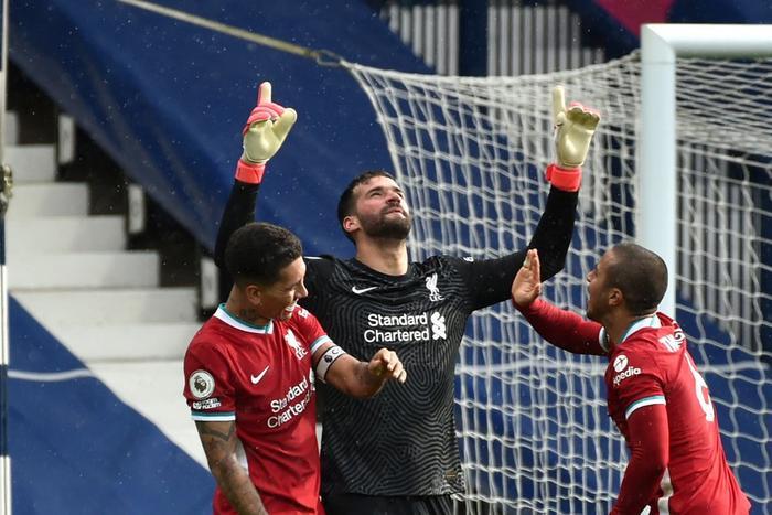 Alisson Becker ghi bàn thắng kim cương cho Liverpool: 'Chúa đã đặt tay lên đầu tôi' Ảnh 3