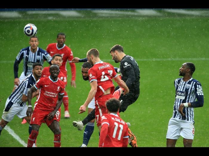 Alisson Becker ghi bàn thắng kim cương cho Liverpool: 'Chúa đã đặt tay lên đầu tôi' Ảnh 1