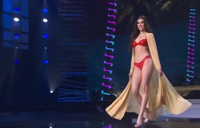 Chung kết Miss Universe: Khánh Vân diện bikini đỏ 'bung xõa', tự tin chặt chém dàn người đẹp Ảnh 4