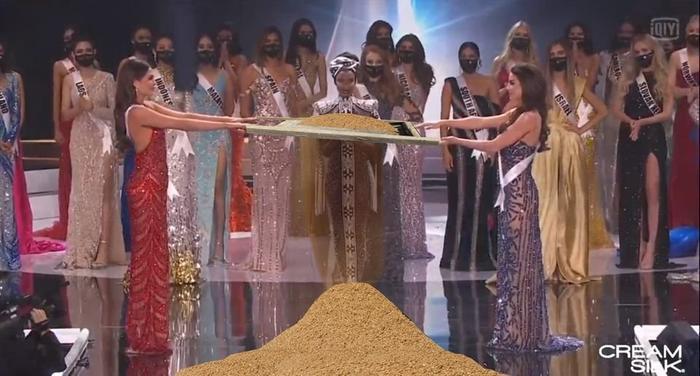 Fan chế ảnh đầy 'ngang ngược' khoảnh khắc 2 nàng hậu chờ được gọi tên đăng quang Miss Universe 2020 Ảnh 2