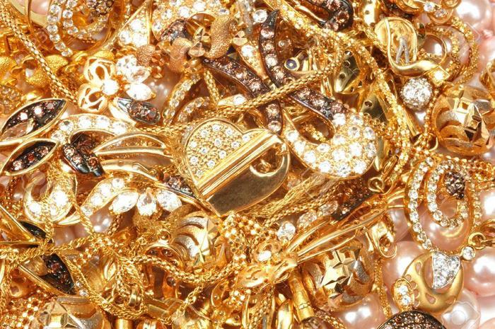 Giá vàng hôm nay 17/5: Mở phiên đầu tuần, vàng tiếp tục tăng nóng, vượt mốc 1.852 USD/ounce Ảnh 2