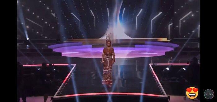 Mất hành lý, Hoa hậu Myanmar diễn đồ kiều bào tặng, nhận giải Trang phục dân tộc đẹp nhất MU20 Ảnh 4