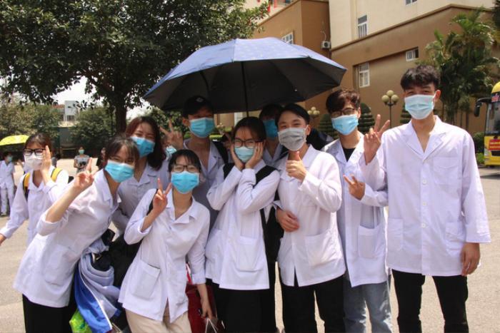 250 sinh viên trường Y lên đường chi viện cho Bắc Giang, Bắc Ninh truy vết Covid-19 Ảnh 1