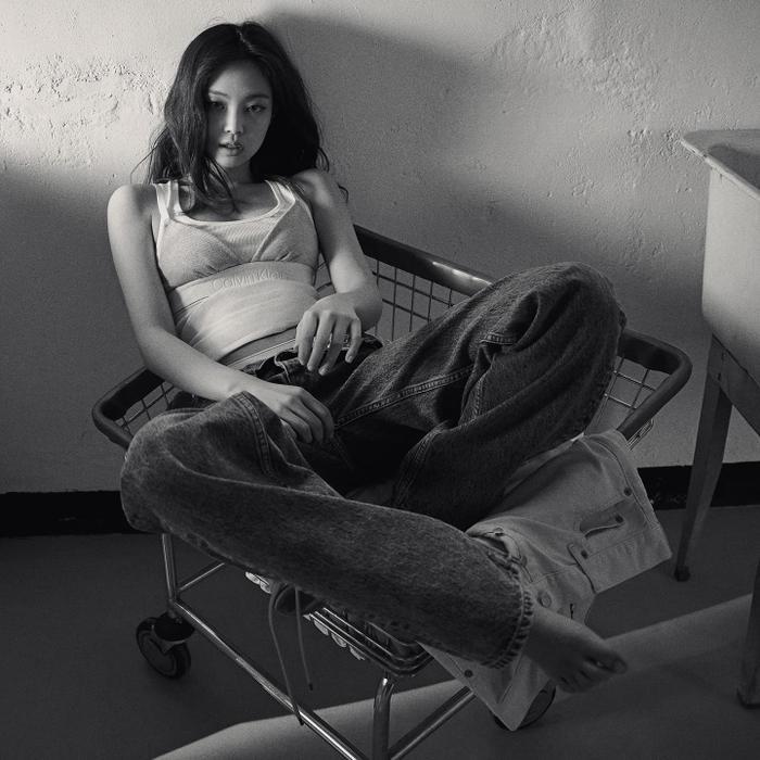 Nóng bỏng mắt với full bộ ảnh Jennie Black Pink diện nội y, tạo dáng quằn quại cực quyến rũ Ảnh 4
