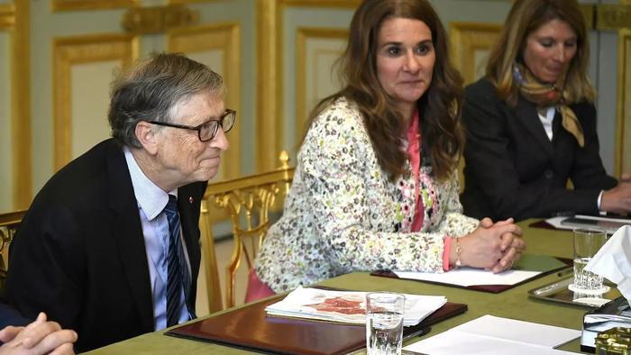 Thông tin chấn động hé lộ về con người thật của Bill Gates: 'Vẫn gạ gẫm các nhân viên nữ dù đã có vợ con' Ảnh 4