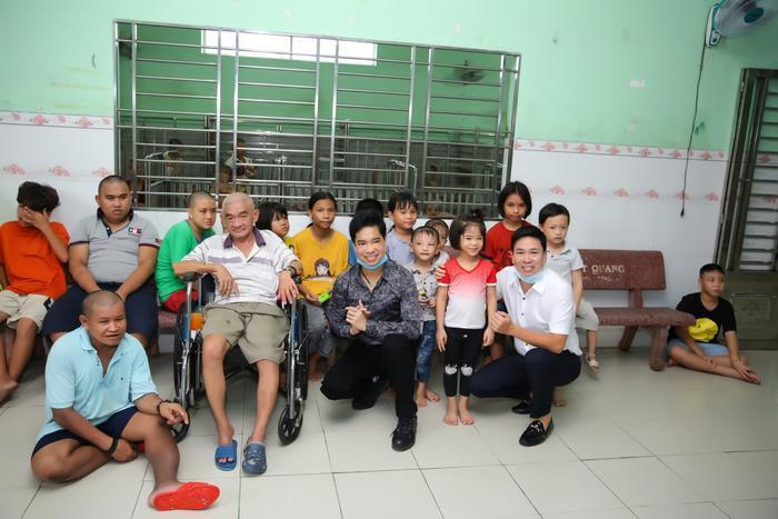 Ngọc Sơn cùng mẹ quyên góp 100 triệu, hỗ trợ những hoàn cảnh khó khăn Ảnh 4