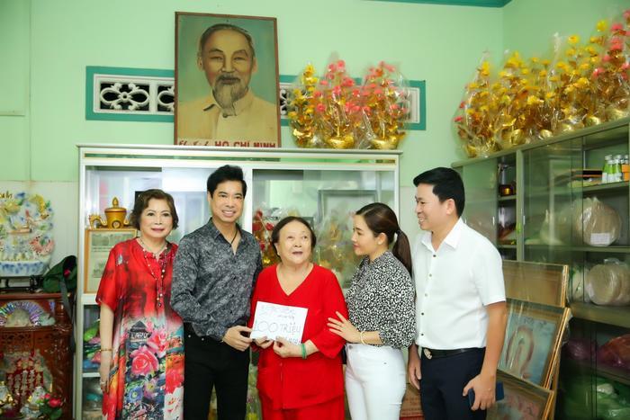 Ngọc Sơn cùng mẹ quyên góp 100 triệu, hỗ trợ những hoàn cảnh khó khăn Ảnh 1