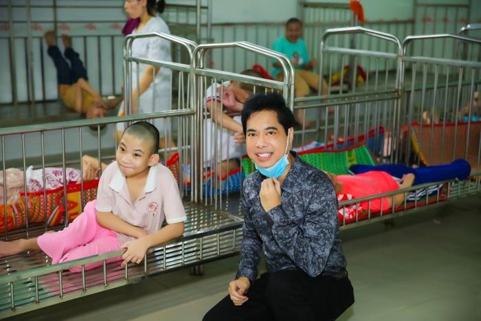 Ngọc Sơn cùng mẹ quyên góp 100 triệu, hỗ trợ những hoàn cảnh khó khăn Ảnh 6