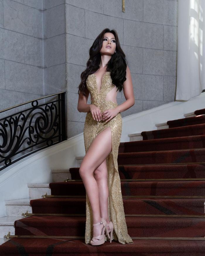 Tân Hoa hậu Hoàn Vũ body thô, đùi to nhưng vẫn chinh phục được loạt váy cắt xẻ Ảnh 8