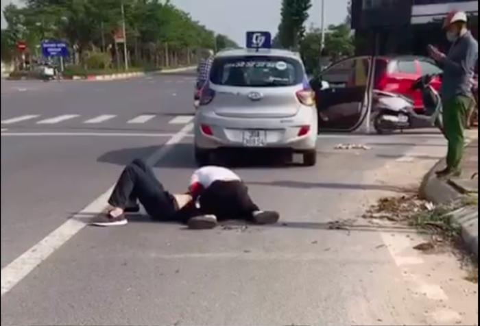 Nhân chứng kể lại giây phút kinh hoàng chứng kiến tài xế taxi vật lộn với tên cướp khi đã trọng thương Ảnh 3