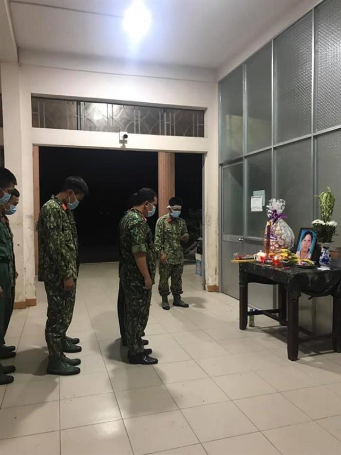 Mẹ mất không thể về vì đang làm nhiệm vụ, chiến sĩ nén đau thương ở lại khu cách ly chịu tang mẹ Ảnh 2