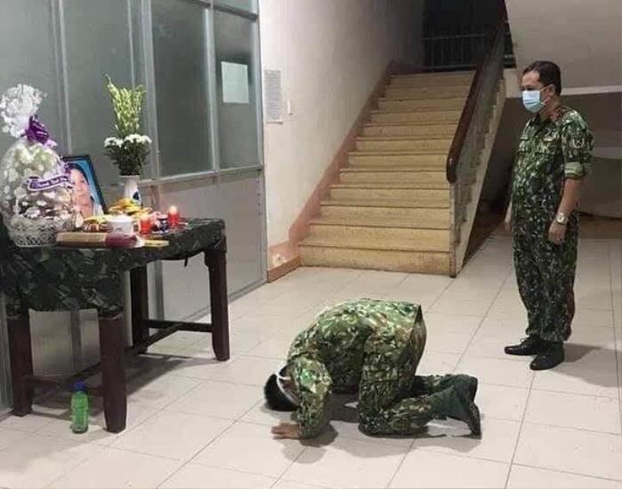 Mẹ mất không thể về vì đang làm nhiệm vụ, chiến sĩ nén đau thương ở lại khu cách ly chịu tang mẹ Ảnh 1