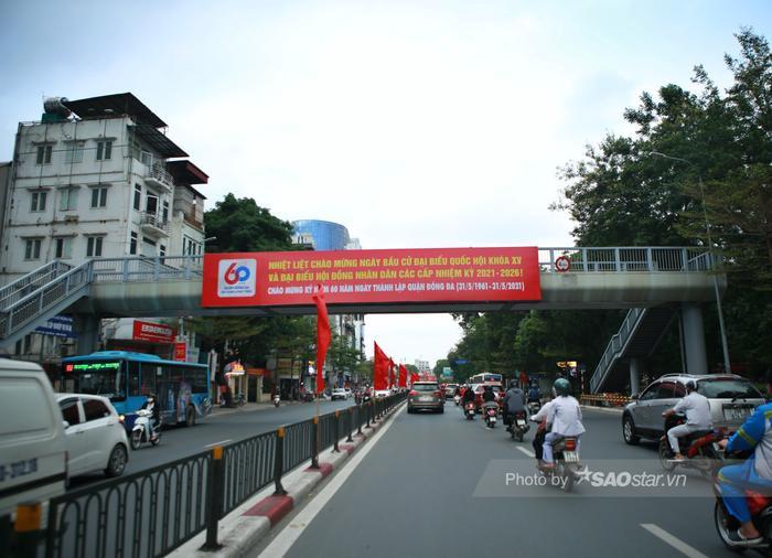 Ảnh: Đường phố Hà Nội rợp sắc cờ hoa, sẵn sàng chào đón ngày bầu cử, ngày hội toàn dân Ảnh 7