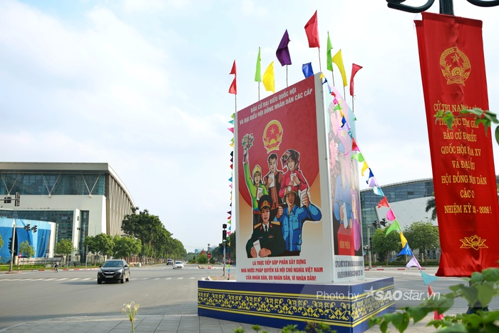 Ảnh: Đường phố Hà Nội rợp sắc cờ hoa, sẵn sàng chào đón ngày bầu cử, ngày hội toàn dân Ảnh 3