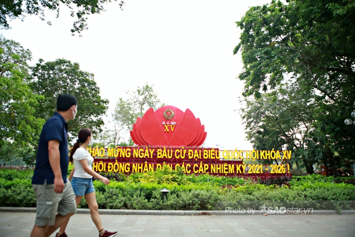Ảnh: Đường phố Hà Nội rợp sắc cờ hoa, sẵn sàng chào đón ngày bầu cử, ngày hội toàn dân Ảnh 12
