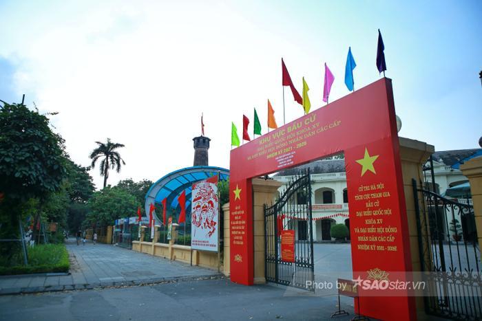 Ảnh: Đường phố Hà Nội rợp sắc cờ hoa, sẵn sàng chào đón ngày bầu cử, ngày hội toàn dân Ảnh 10