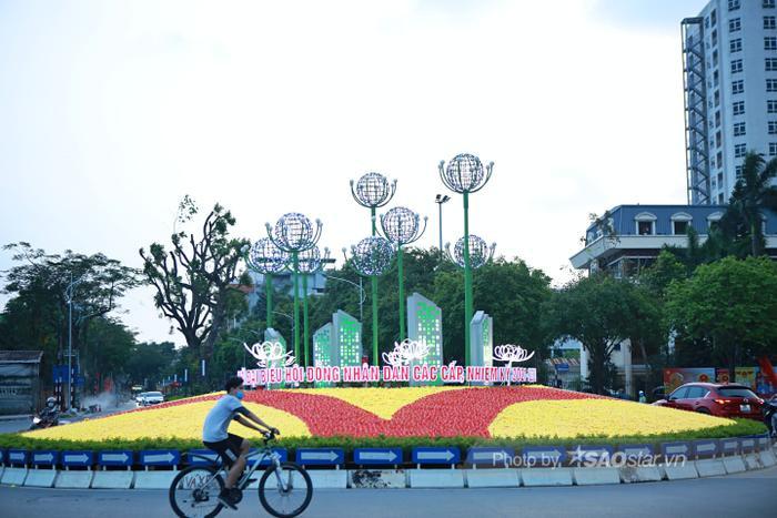Ảnh: Đường phố Hà Nội rợp sắc cờ hoa, sẵn sàng chào đón ngày bầu cử, ngày hội toàn dân Ảnh 15
