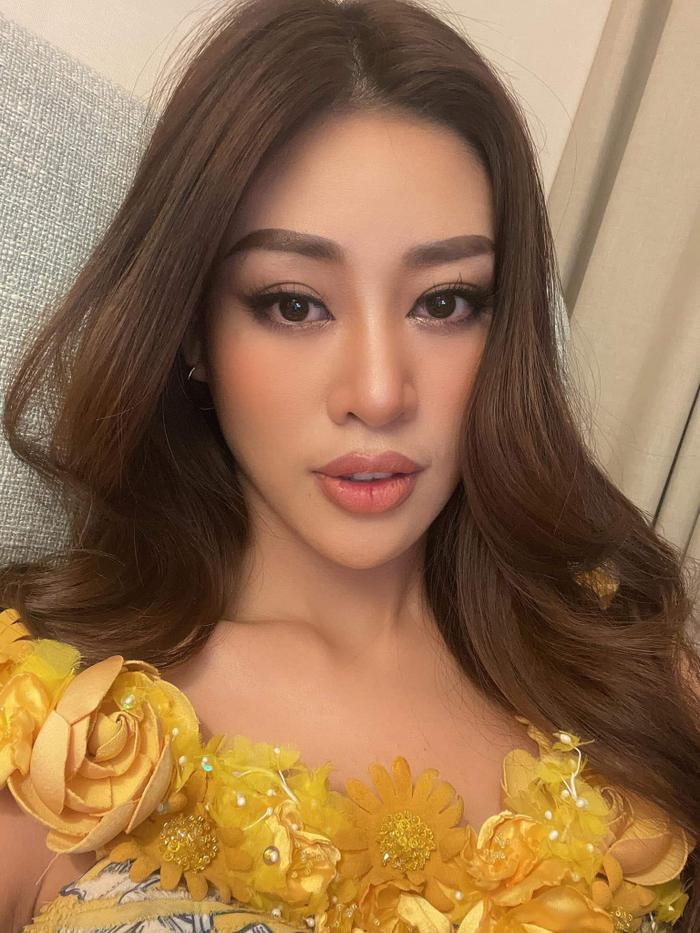 Khánh Vân tung ảnh selfie cận mặt cực xinh, nào ngờ lộ đôi môi nứt nẻ toạc cả máu khiến fan xót xa Ảnh 2