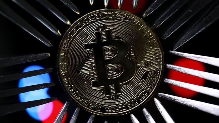 Bitcoin giảm giá trị 20% trong 24 giờ, cả thị trường 'tắm máu' Ảnh 1