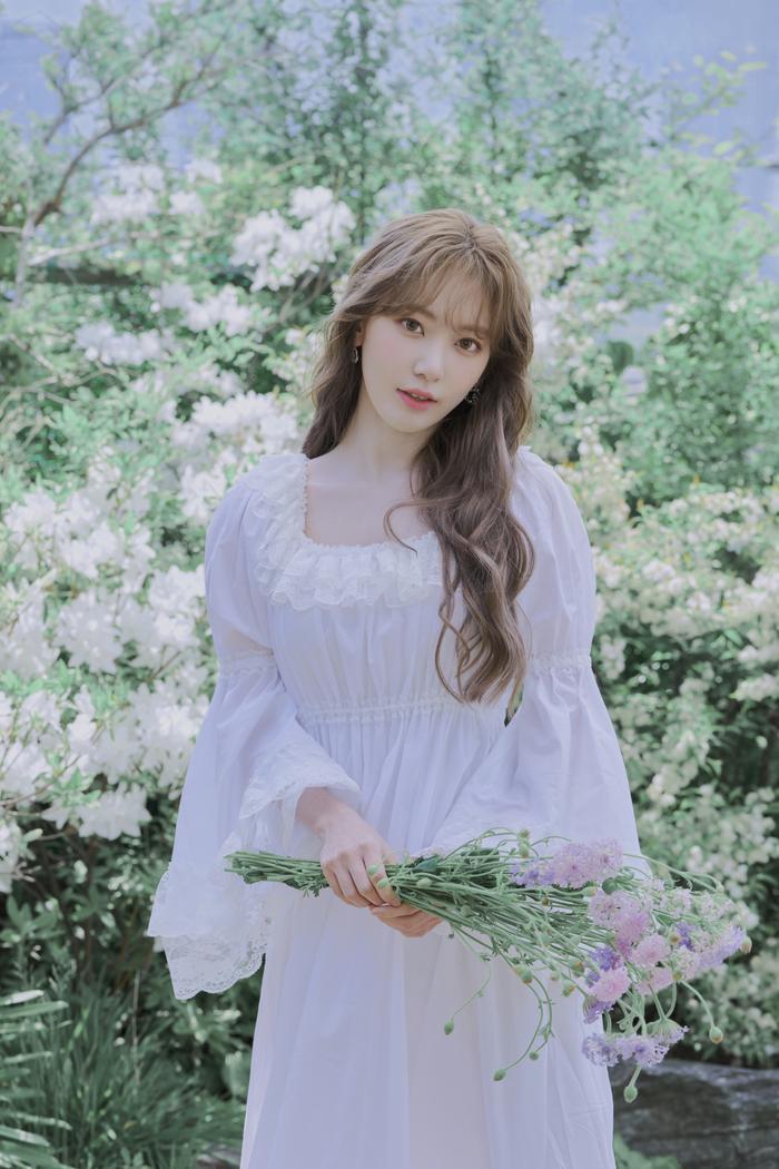 Tung ảnh tốt nghiệp, Sakura (IZ*ONE) bị chê mất đi vẻ đẹp thuần Nhật