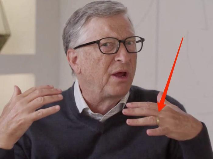 Bill Gates vẫn đeo nhẫn cưới trong video lần đầu xuất hiện sau tuyên bố ly hôn Ảnh 1