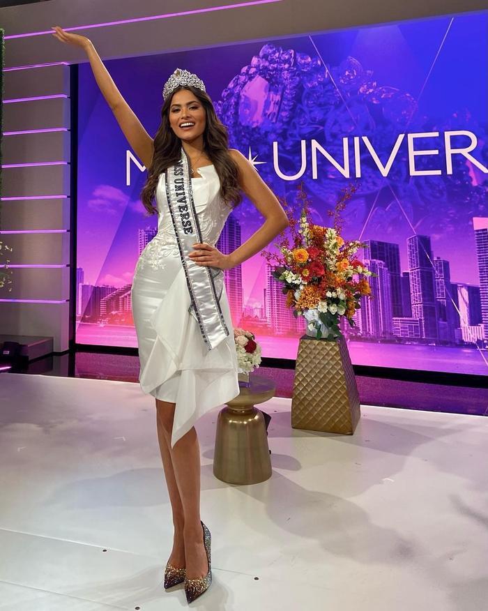 Mới đăng quang, Hoa hậu Hoàn vũ 2020 Andrea Meza đã bị soi vòng eo bèo nhèo, ngấn mỡ Ảnh 2