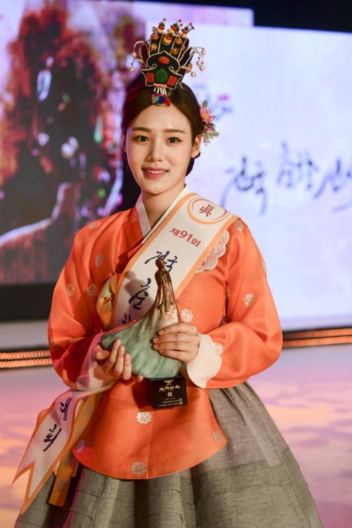 Lộ diện 'Tân Hoa hậu truyền thống Hàn Quốc 2021' Ảnh 1