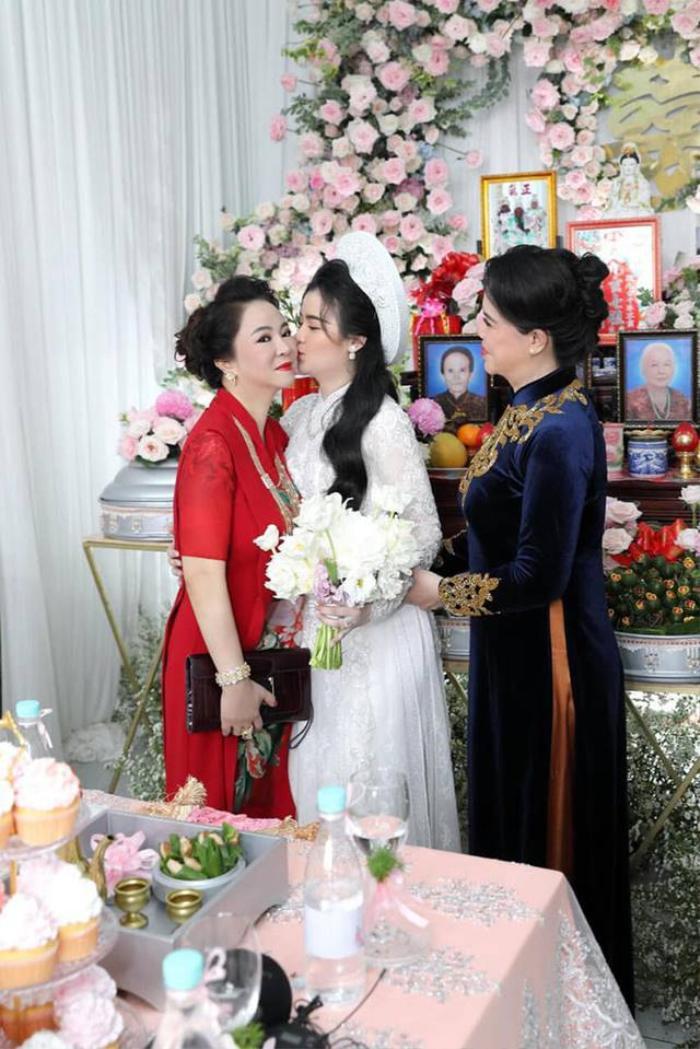 Bà Phương Hằng bị con dâu 'dằn mặt' về sự giàu có: Show cận cảnh xế hộp, nhẫn hột xoàn to như 'hột nhãn' Ảnh 5