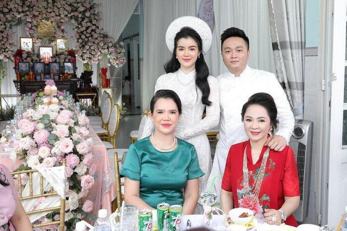 Bà Phương Hằng bị con dâu 'dằn mặt' về sự giàu có: Show cận cảnh xế hộp, nhẫn hột xoàn to như 'hột nhãn' Ảnh 3