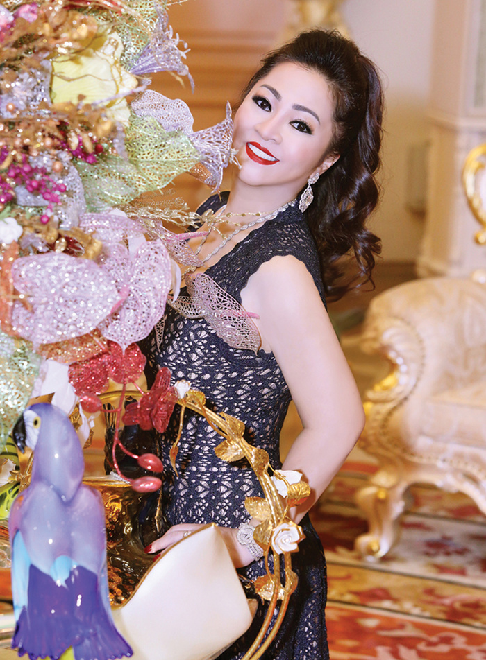 Bà Phương Hằng bị con dâu 'dằn mặt' về sự giàu có: Show cận cảnh xế hộp, nhẫn hột xoàn to như 'hột nhãn' Ảnh 1