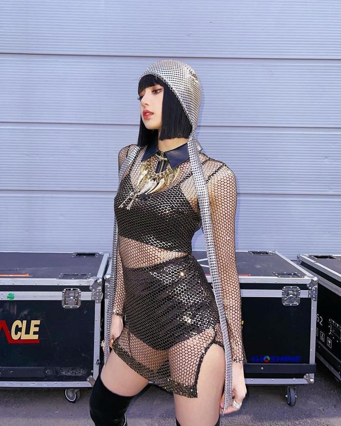 Lisa Black Pink diện áo xuyên thấu soi rọi body nóng bỏng, viral khắp mạng xã hội Ảnh 2