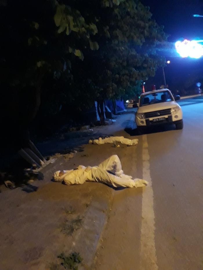 Vụ 2 cán bộ Y tế nằm ngủ bên đường: 'Đợt dịch này, các cán bộ Y tế đã làm việc với 200% sức lực' Ảnh 1