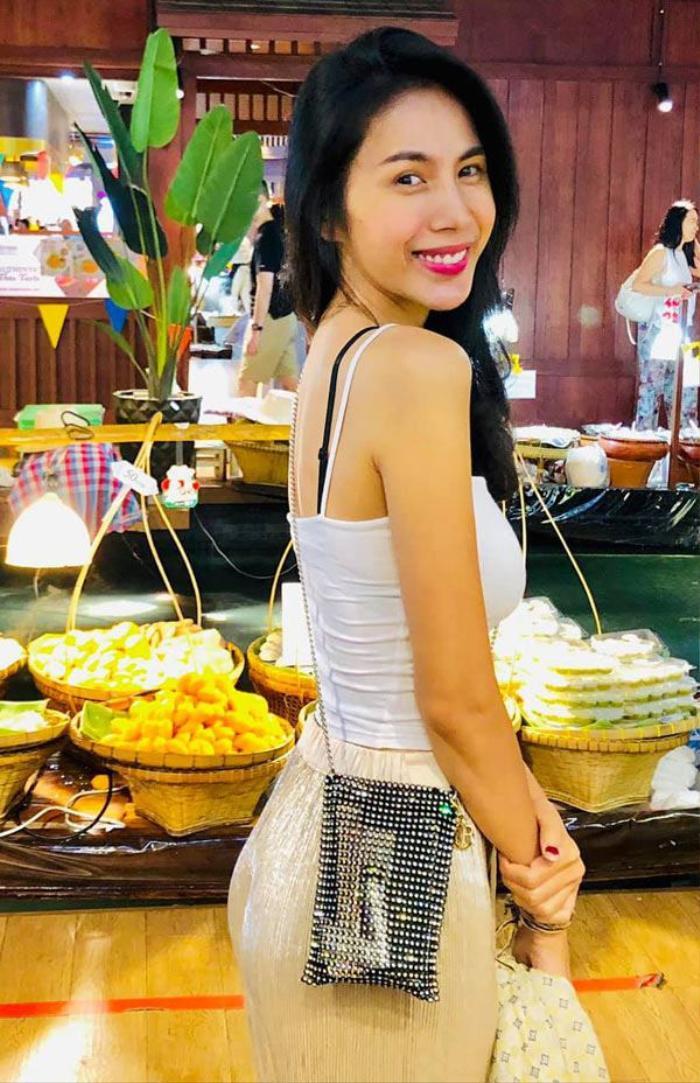 Thuỷ Tiên khoe túi handmade siêu xinh, bị ví cứ như hộp bánh Tết Ảnh 5