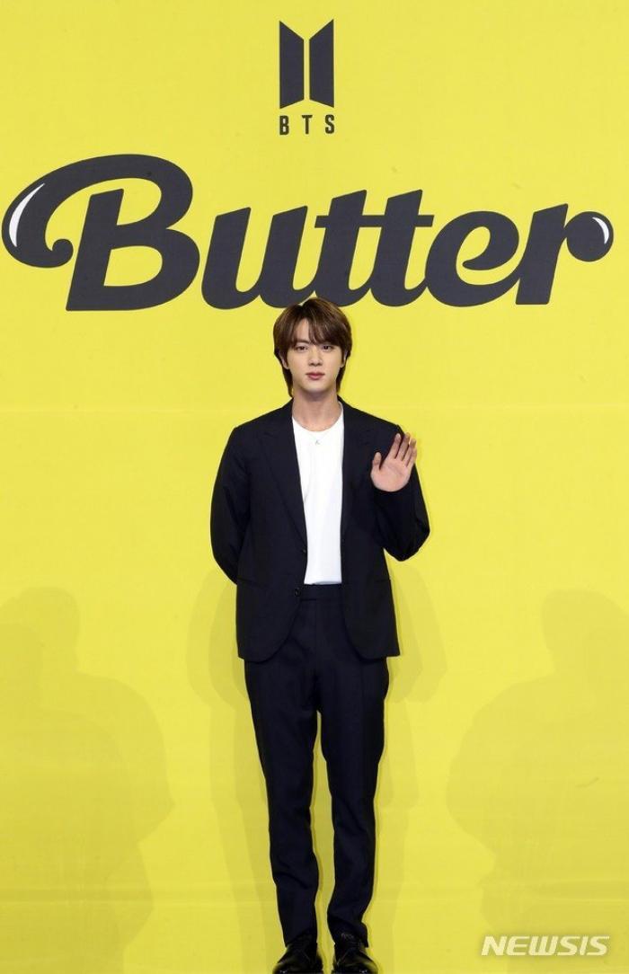 Ngắm nhìn loạt khoảnh khắc BTS 'thật là vàng tươi' trong họp báo comeback Butter Ảnh 23