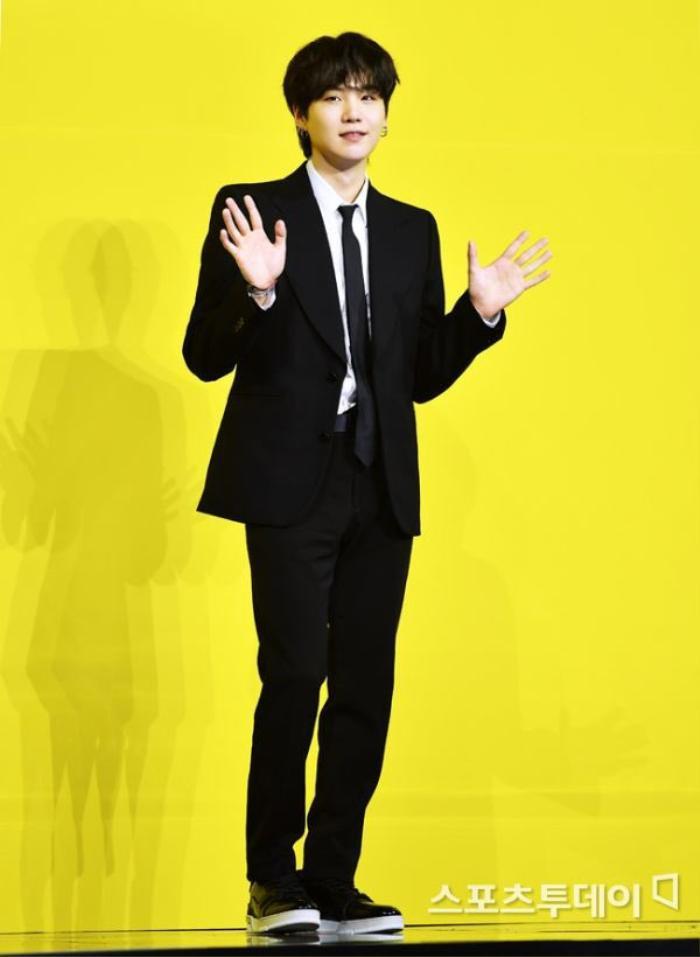 Ngắm nhìn loạt khoảnh khắc BTS 'thật là vàng tươi' trong họp báo comeback Butter Ảnh 34