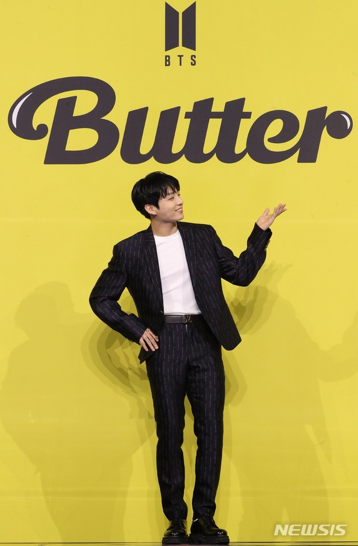 Ngắm nhìn loạt khoảnh khắc BTS 'thật là vàng tươi' trong họp báo comeback Butter Ảnh 15