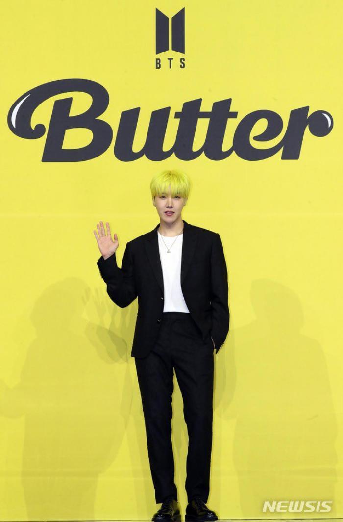 Ngắm nhìn loạt khoảnh khắc BTS 'thật là vàng tươi' trong họp báo comeback Butter Ảnh 44