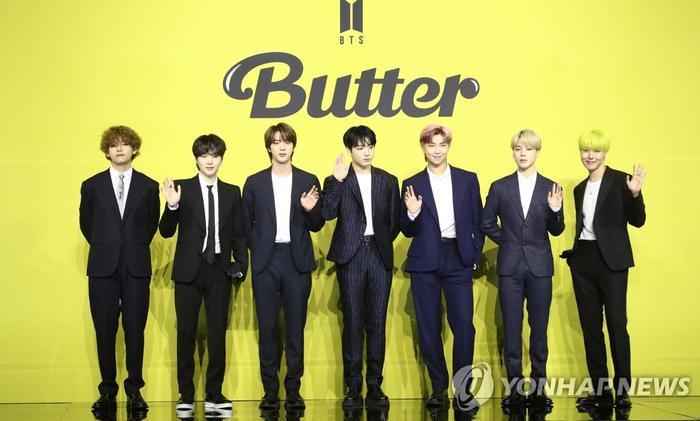 Ngắm nhìn loạt khoảnh khắc BTS 'thật là vàng tươi' trong họp báo comeback Butter Ảnh 4