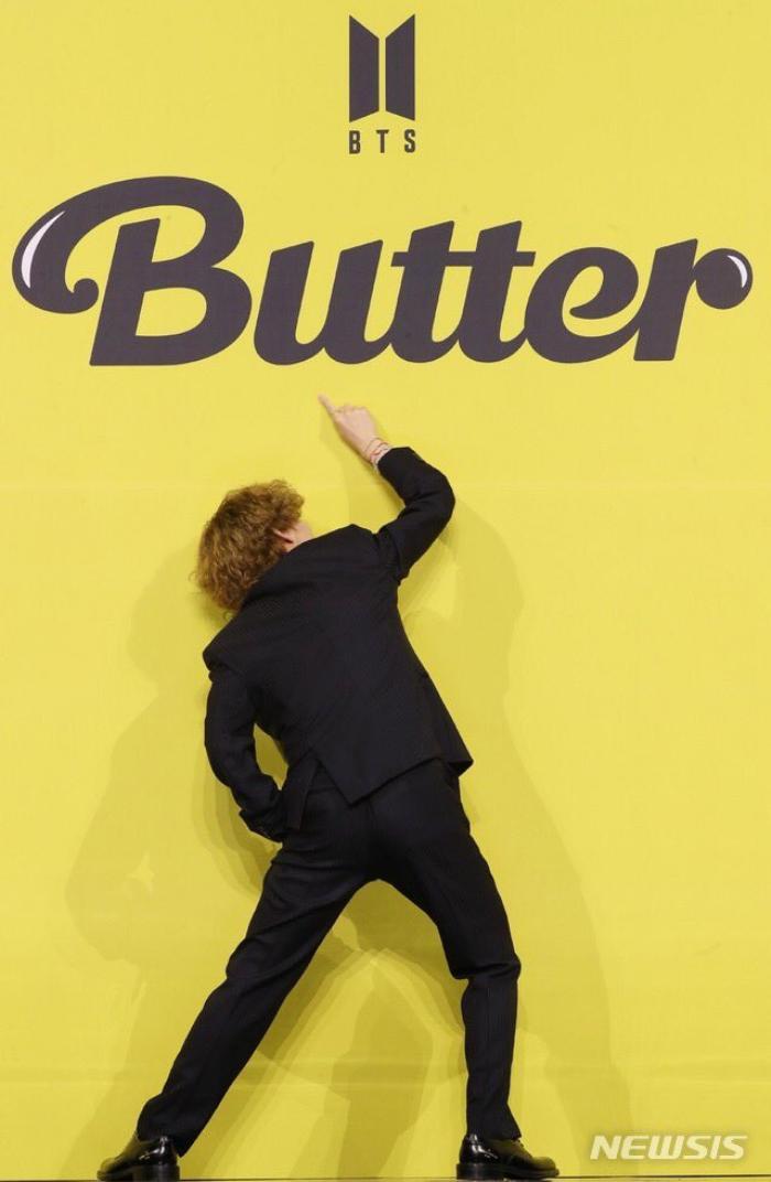 Ngắm nhìn loạt khoảnh khắc BTS 'thật là vàng tươi' trong họp báo comeback Butter Ảnh 12