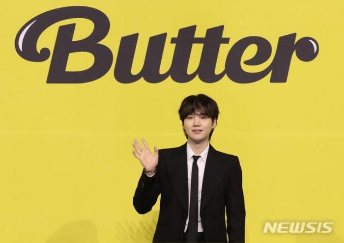 Ngắm nhìn loạt khoảnh khắc BTS 'thật là vàng tươi' trong họp báo comeback Butter Ảnh 30