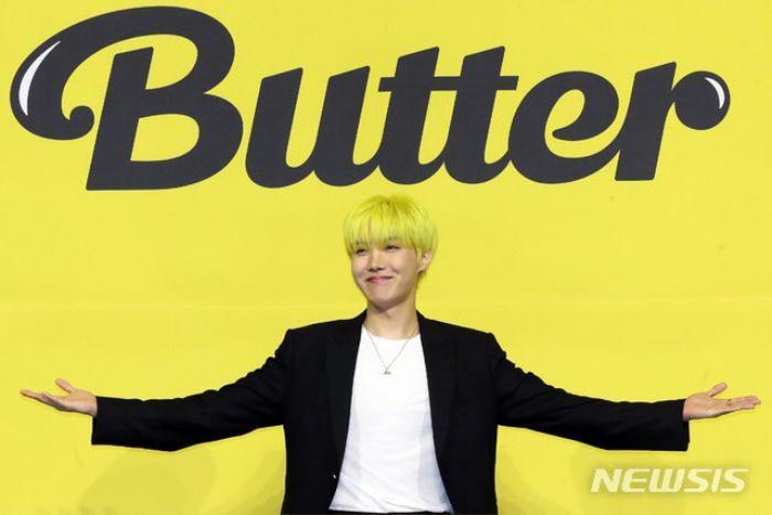 Ngắm nhìn loạt khoảnh khắc BTS 'thật là vàng tươi' trong họp báo comeback Butter Ảnh 48