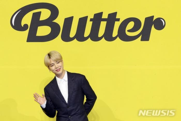 Ngắm nhìn loạt khoảnh khắc BTS 'thật là vàng tươi' trong họp báo comeback Butter Ảnh 52