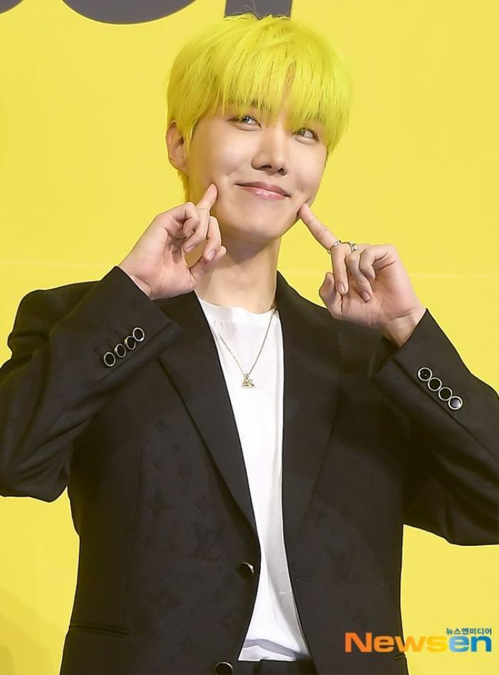 Ngắm nhìn loạt khoảnh khắc BTS 'thật là vàng tươi' trong họp báo comeback Butter Ảnh 49