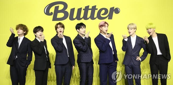 Ngắm nhìn loạt khoảnh khắc BTS 'thật là vàng tươi' trong họp báo comeback Butter Ảnh 6