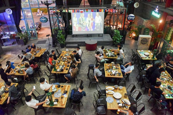 Dịch COVID-19 tại TP HCM: Tạm dừng quán ăn vỉa hè, chỉ bán mang về từ 18 giờ tối nay Ảnh 1